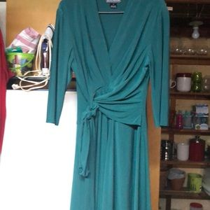 Jessica Howard Dresses - Green dress 3/4 length sleeves